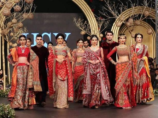 increíbles vestidos en desfile de moda en pakistán   rpp noticias