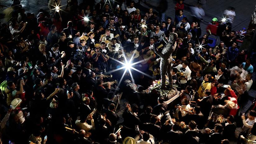 Fotos: Juan Gabriel es despedido entre tequila, lágrimas y canciones