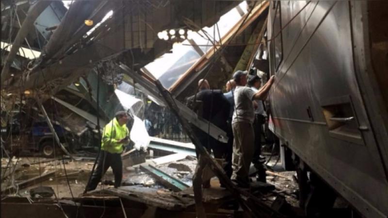 Un tren se estrelló contra una estación en New Jersey y dejó al menos 100 heridos