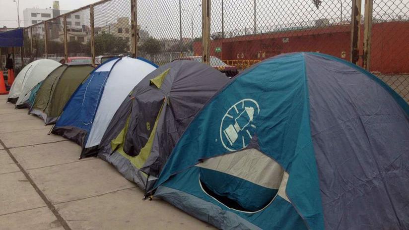 Fans acampan en el Monumental por Guns N' Roses