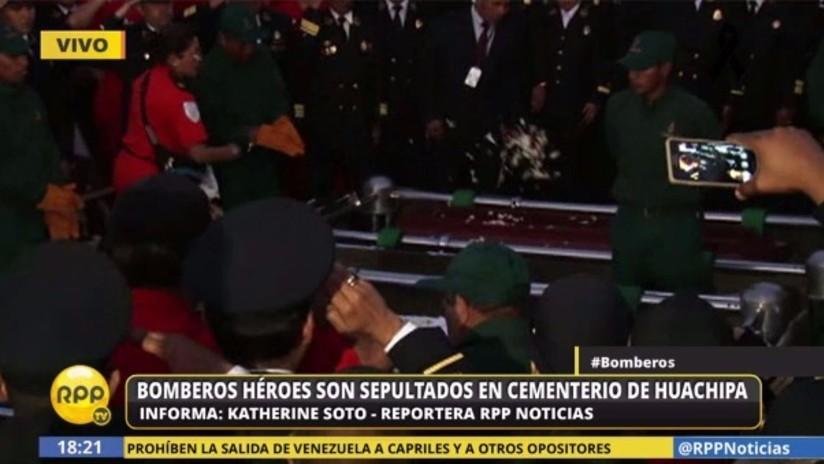 Los tres bomberos héroes son sepultados en cementerio de Huachipa