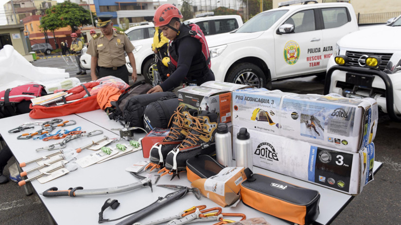 Entregan equipos especiales de rescate a la Policía de Alta Montaña