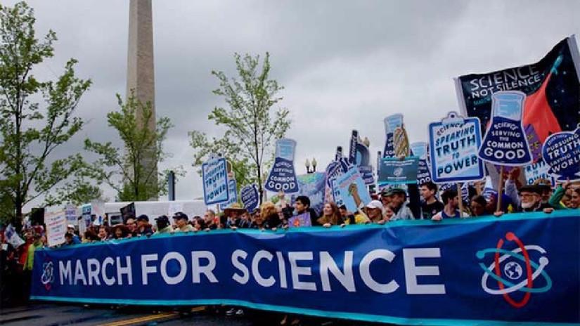 """La Marcha por la Ciencia planta cara: """"No hay Planeta B"""""""