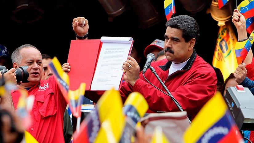 Maduro firmó decreto para elegir Asamblea que apruebe una nueva Constitución
