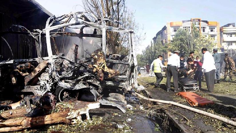 Atentado con coche bomba en Kabul deja al menos 24 muertos y 42 heridos
