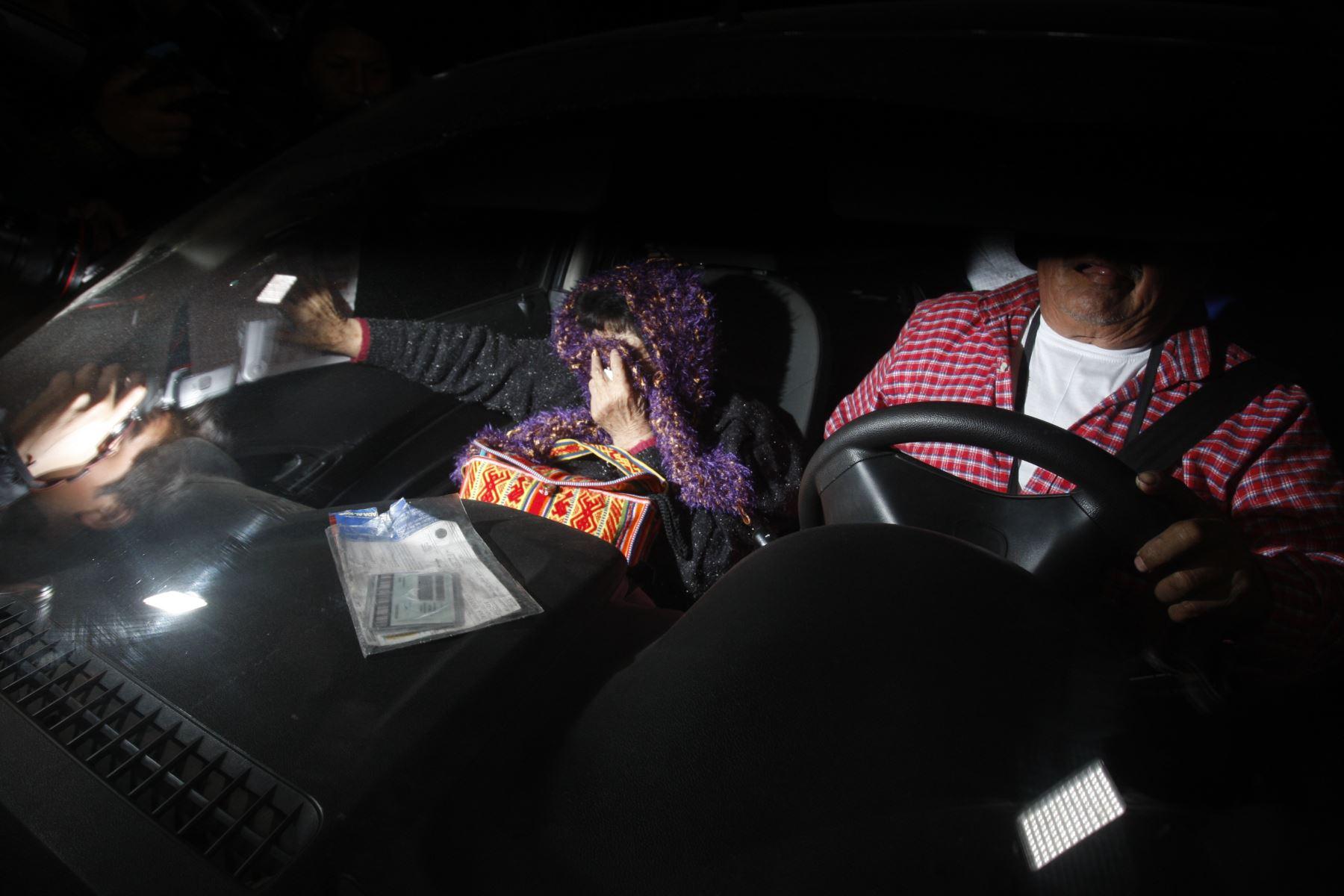Martha Huatay abandonó esta noche el penal Ancón II tras 25 años de prisión