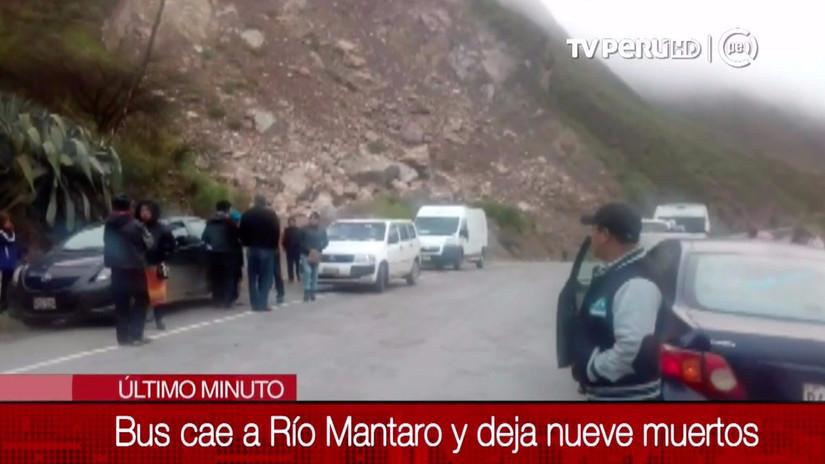 9 muertos luego de que un ómnibus cayó en el río Mantaro