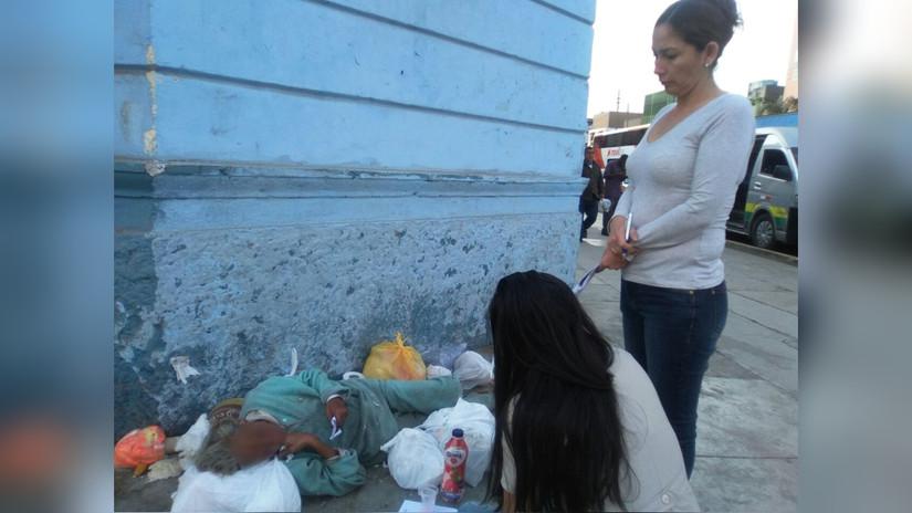 Breña: Mujer vive en estado de abandono en plena avenida Arica