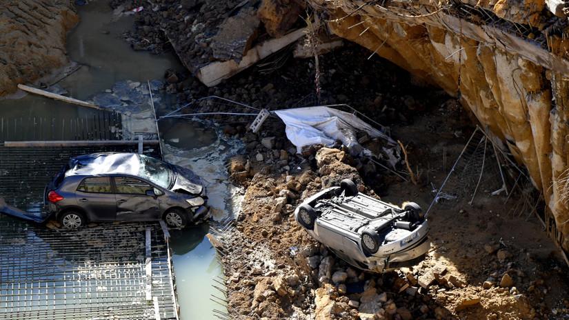 Un socavón de más de nueve metros se traga seis automóviles en Roma