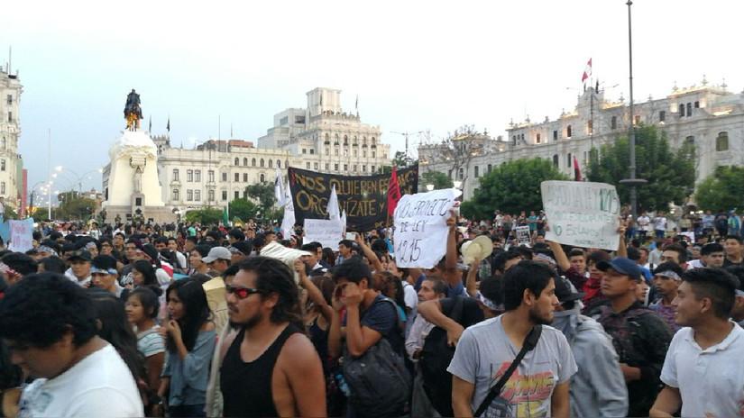 Las imágenes de la marcha contra la ley de formación laboral sin remuneración