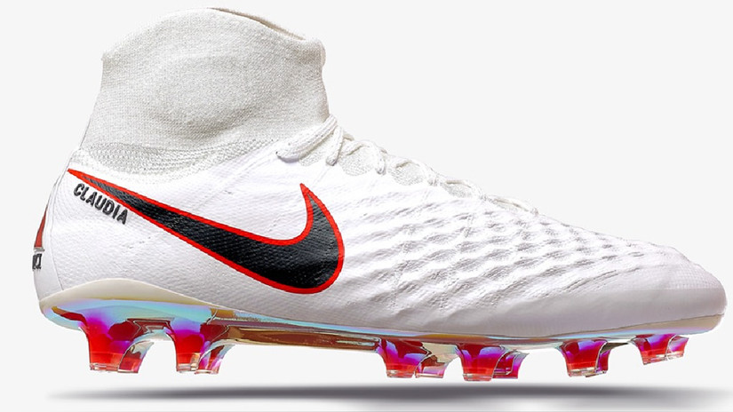 Estas son las zapatillas que usará Sergio Peña, con un detalle que dice 'Claudia'. | Fuente: Prensa Nike