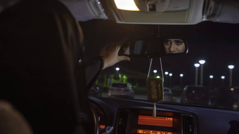 Las mujeres se sientan al volante en Arabia Saudita tras décadas de prohibición