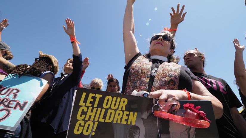 EE.UU. asegura que ha reunido 522 niños inmigrantes con sus familiares