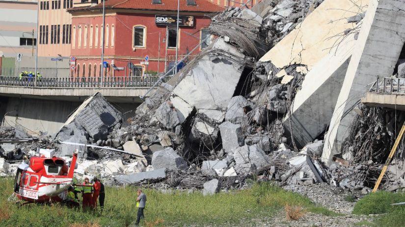 Al menos 11 muertos tras el derrumbe de un puente en Génova