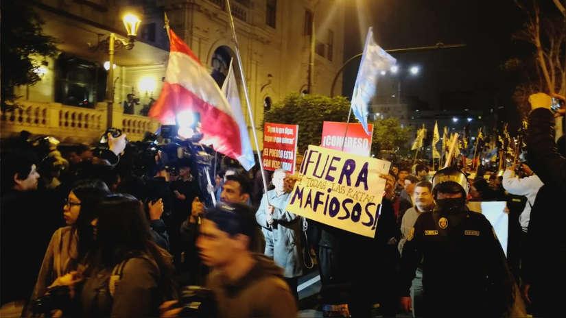Ciudadanos marcharon en apoyo a la cuestión de confianza de Martín Vizcarra
