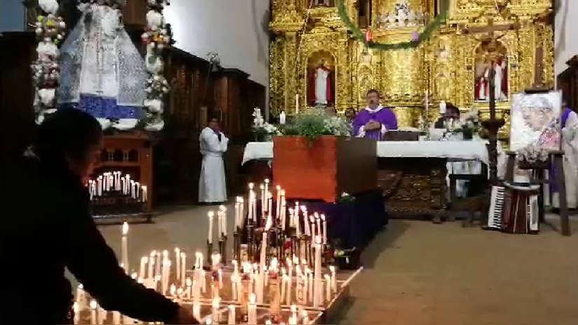 Ancashinos despiden a padre Ugo de Censi en la iglesia del distrito de Chacas