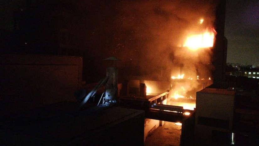 Incendio afecta a edificio de la ex Cooperativa Santa Elisa en el Cercado de Lima