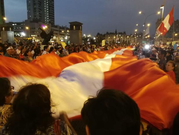 Colectivos sociales realizan plantón en apoyo a Richard Concepción frente al Palacio de Justicia