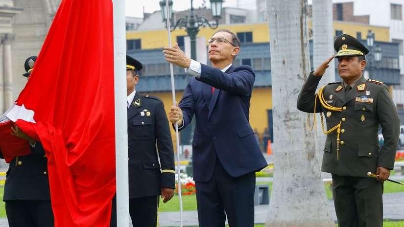 La aprobación de Martín Vizcarra cae por primera vez en cuatro meses