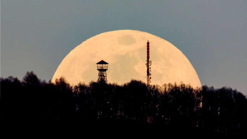 Mira 20 imágenes de la última superluna del año captadas alrededor del mundo