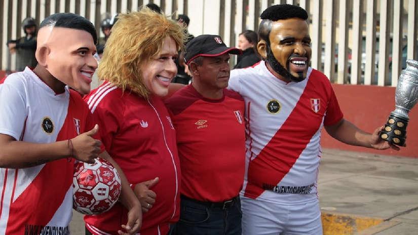 Los hinchas nunca fallan: acudieron a alentar a la Selección Peruana en el estadio Monumental