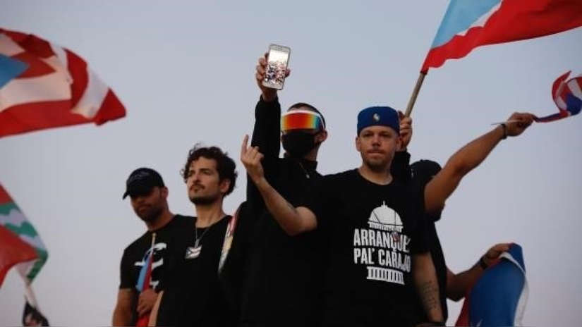 Benicio Del Toro, Ricky Martin y René Pérez lideran protesta masiva contra gobernador de Puerto Rico