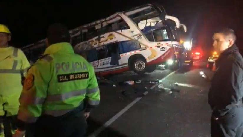 Huarmey | Tres muertos y 16 heridos por volcadura de bus interprovincial en Panamericana Norte