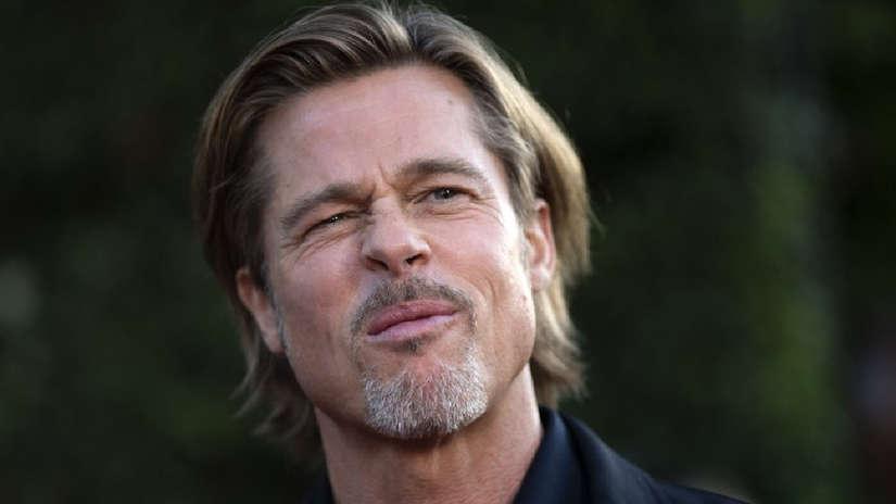 Brad Pitt deslumbra en su paso por la alfombra roja de