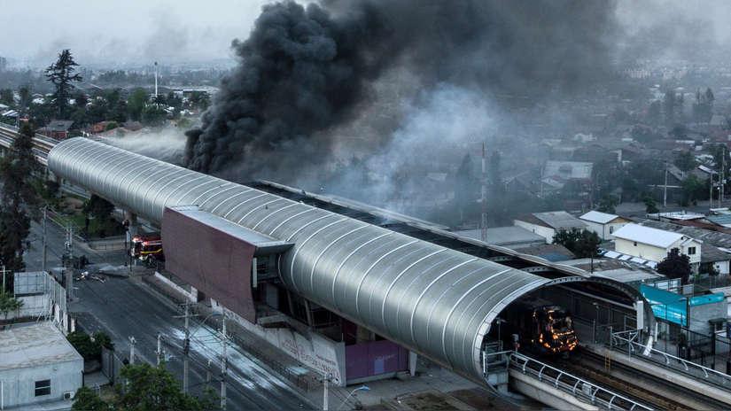 Así amaneció Chile tras las violentas protestas que dejaron tres muertos y varios saqueos [FOTOS]