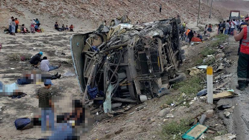 Al menos diez muertos y 40 heridos deja choque de dos buses en Arequipa