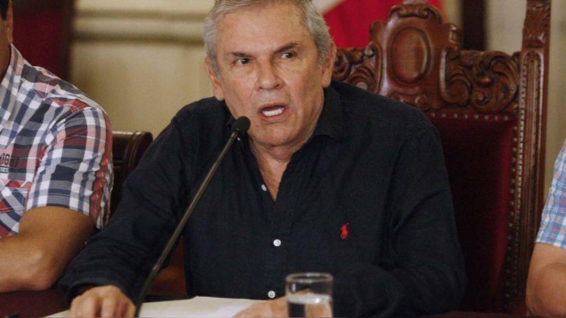 Luis Castañeda Lossio es internado de emergencia en el hospital Rebagliati