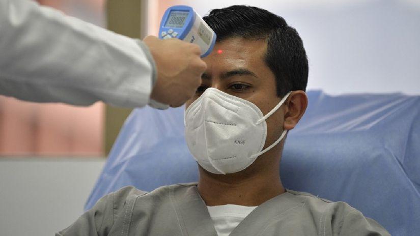 Científicos hallan el orden probable de los síntomas de la COVID-19: primero, la fiebre