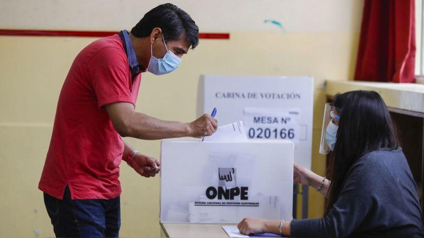 Defensoría pide a la ONPE no obligar al elector a retirarse la mascarilla para comprobar su identidad