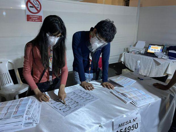 Fujimori, De Soto y López Aliaga se disputan voto a voto su pase a la segunda vuelta