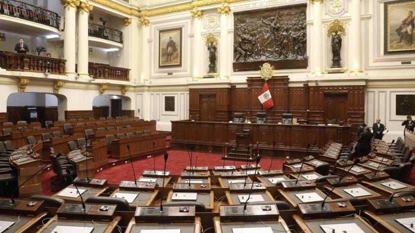 Congreso aprobó, en primera votación, ley para que expresidentes permanezcan un año en el país tras mandato