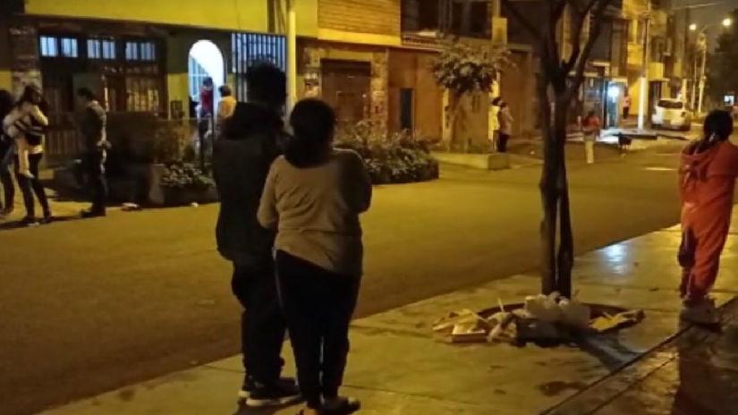 Un fuerte sismo sacudió a Lima esta noche