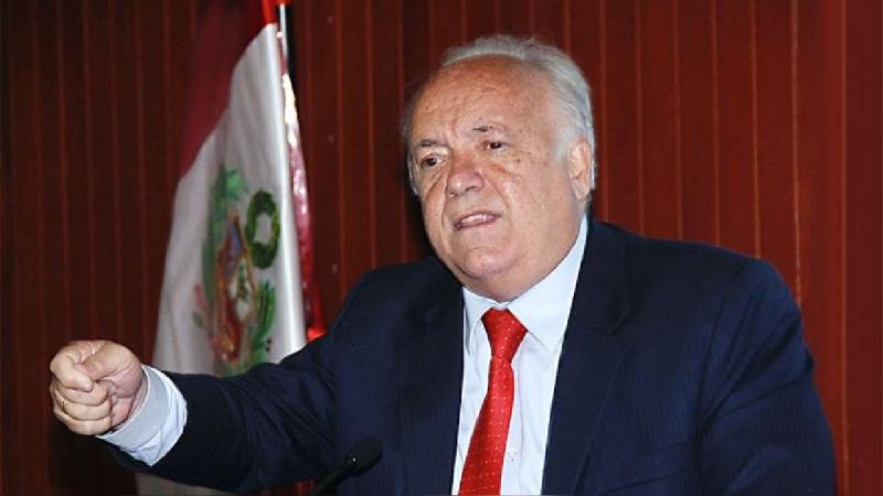 Julián Palacín defiende cargo de su hijo en Indecopi: