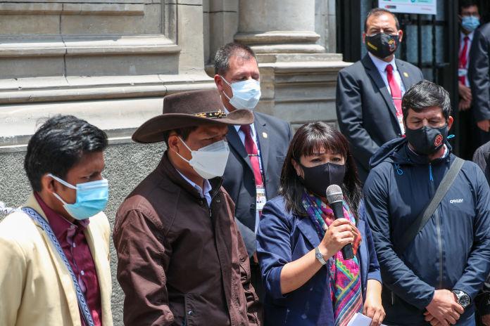 Cocaleros de Puno levantan su paro, anunció Mirtha Vásquez tras reunión con dirigentes