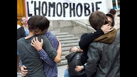 Apasionados besos contra homofobia