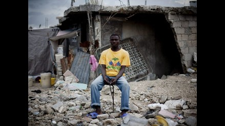 Barrios de Haití siguen bajo escombros 6 meses después del sismo