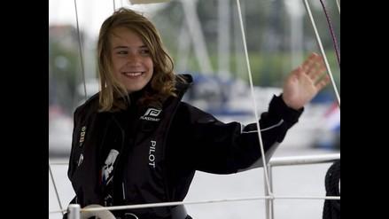Niña navegante Laura Dekker inicia su vuelta al mundo en solitario