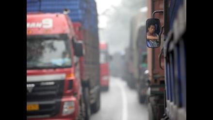 Gran congestionamiento vehicular se registra en vía Ramiro Prialé