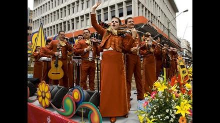 Mariachis cantan y encantan en las calles de Guadalajara