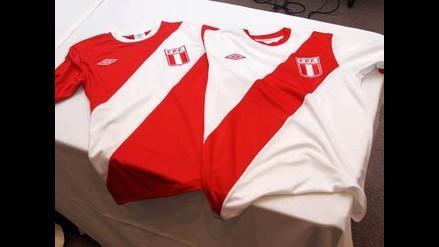 Perú luce camiseta retro en el amistoso ante Canadá