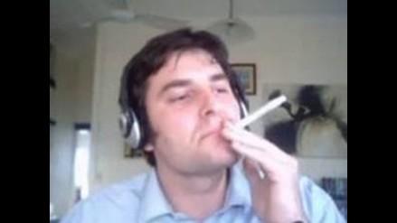 Australiano 'fuma' la Biblia y el Corán en YouTube