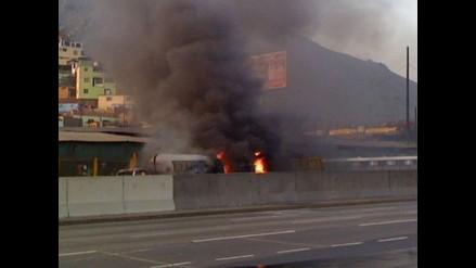 Moradores de Zárate afectados por humo de incendio en Vía Evitamiento