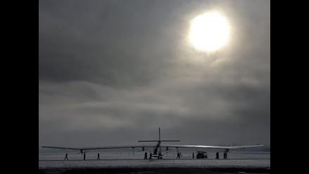 Solar Impulse aterriza por primera vez en aeropuerto internacional
