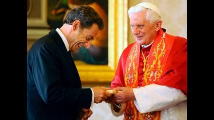 Benedicto XVI recibe a Sarkozy tras críticas por expulsión de gitanos