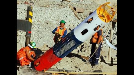 Cápsula donde serán sacados mineros viene siendo instalada