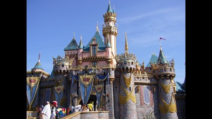 Un hombre se suicida en el parque Disneyland de California